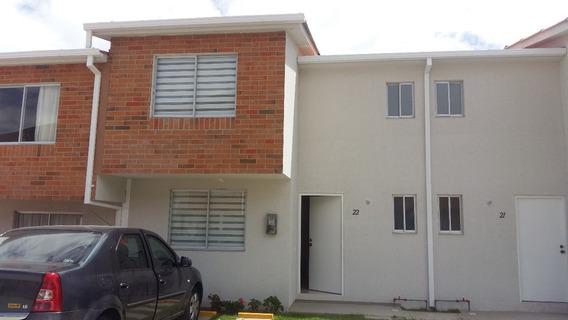 Casa En Pomasqui De 3 Dormitorios 2.5 Baños 2 Parqueaderos