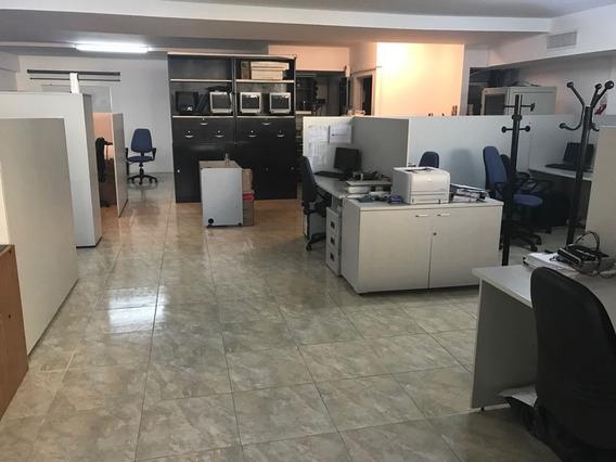Excelente Oficina Comercial Riobamba 300. Tribunales.