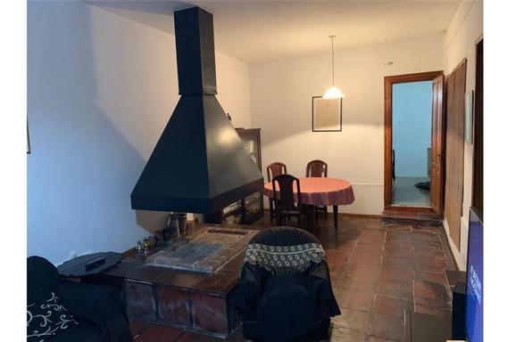 Casa De Dos Plantas Con Cochera Y Jardin