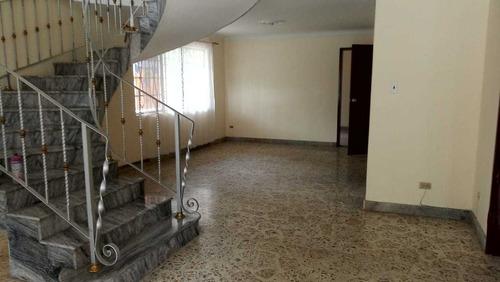 Imagen 1 de 14 de Casa Unifamiliar En Arrendamiento - Sector Calasanz