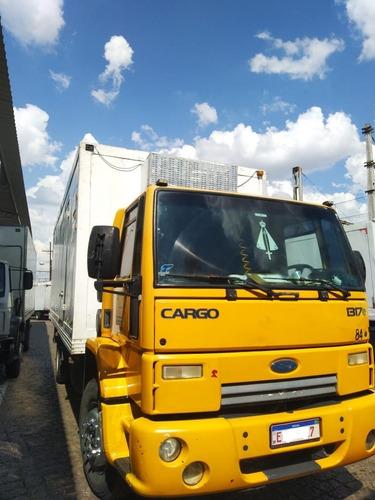 Ford Cargo 1317e Com Baú Refrigerado Gancheiro Com Serviço