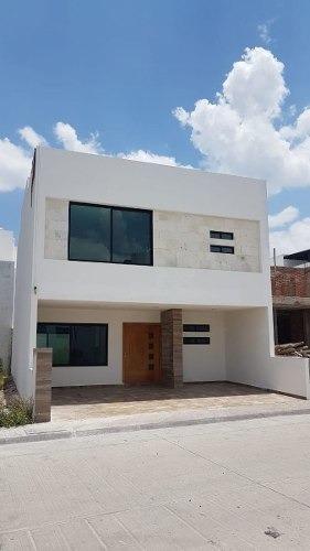Preciosa Casa En Milenio Iii, Privada, Alberca, Roof Garden, 3 Recamaras, Jardín