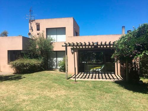 Casa En Venta En La Tahona Ref. 5831