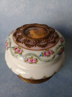 Sevres. Antiguo Alhajero Porcelana C/ Miniatura De Esmalte