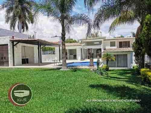 Hermosa Casa En Venta A Campo De Golf En Lomas De Cocoyoc