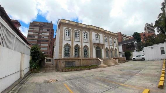 Magestuosa Casa En El Nogal Mls #19-1247 Fr