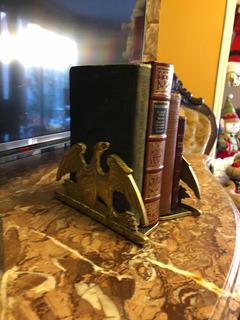 Sujeta Libros Antiguos De Bronce