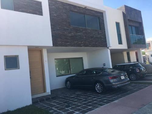 Casa En Venta En Fraccionamiento Solares