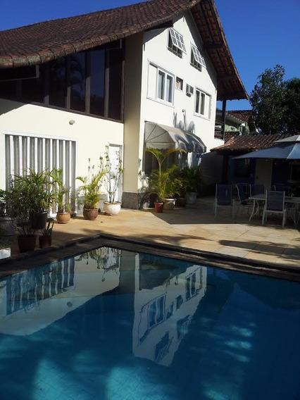 Casa Com 5 Cômodos, 3 Suítes, Piscina, Sauna, Área Gourmet.