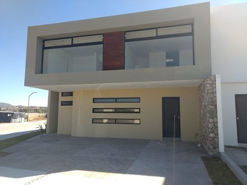 Venta De Casa En Cañadas Del Arroyo $3,150,000