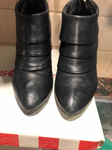 Botas De Cuero Negras 37