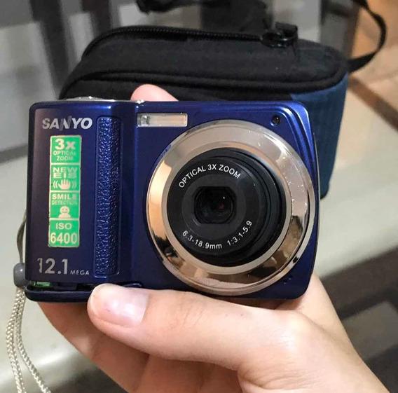 Câmera Digital Sanyo + Capa