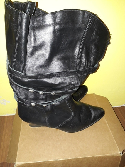 Botas De Cuero En Color Negro, Marca Canela
