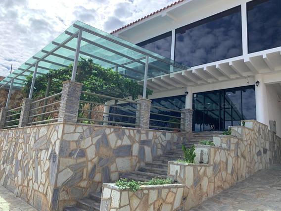 Casa Posada En Venta Playa Grande. 04142250913