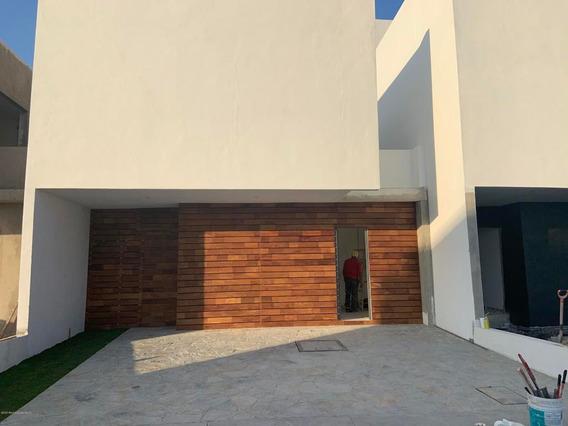 Casa En Venta En Altos De Juriquilla, Queretaro, Rah-mx-20-2038