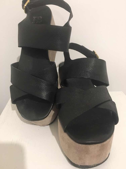 Sandalia Con Plataforma Febo Color: Negro Y Vison Talle: 40