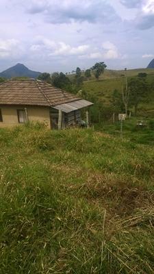 Sitio No Sul De Minas Com 12 Ha , Na Cidade De Carvalho , Com Muita Água , Luz E Uma Cachoeira No Terreno. - 4032