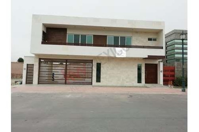 Casa En Venta En Misiones Vi Al Norte De La Ciudad De Saltillo En Fraccionamiento Cerrado