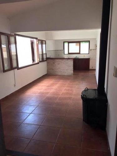 Muy Linda Casa Recientemente Reciclada, 3 Dormitorio, 1 Baño, Estufa A Leña, Parrillero, Horno De Barro Y Cochera. Treinta Y Tres. En Venta Y Alquiler.
