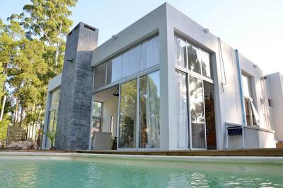 Hermosa Casa De Estilo Moderno Minimalista