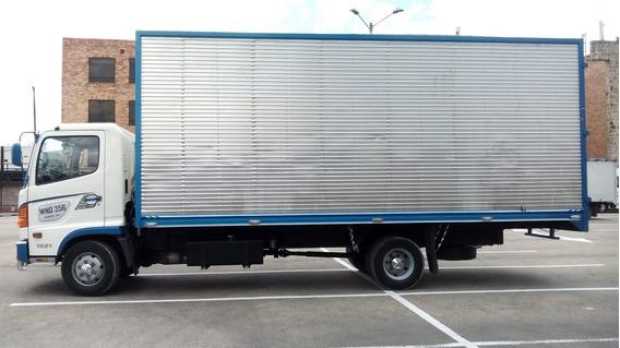 Camion Furgon Hino Blanco