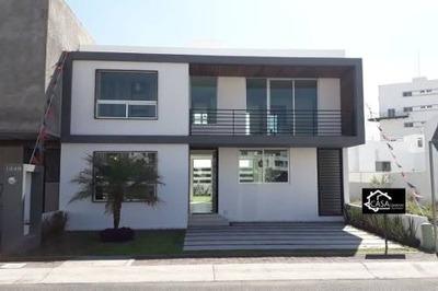 Estrena Residencia En El Refugio, 3 Recámaras, Estudio, Jardín, Premium Equipada