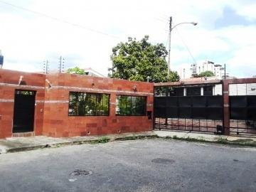 Casa En Venta En Los Naranjos, Valencia, Carabobo,20-46002