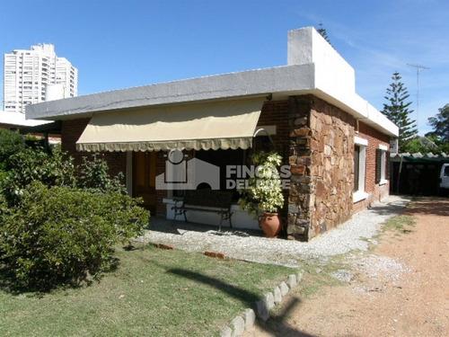 Linda Casa En Ubicación Privilegiada.- Ref: 92