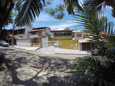 Casa No Condomínio Suíça Carioca