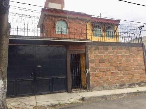 Casa En Venta, 3 Recámaras, Al Sur De La Ciudad