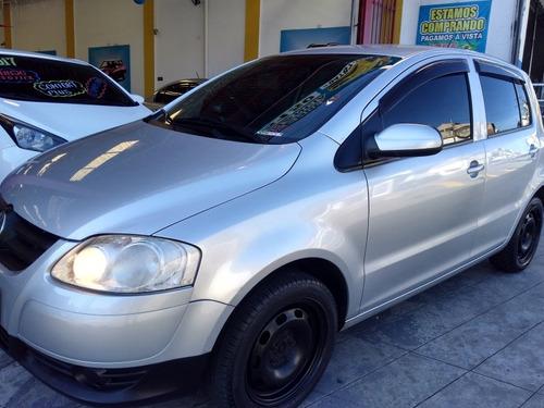 Imagem 1 de 9 de Volkswagen Fox 1.0 Vht Plus Total Flex 5p 2010