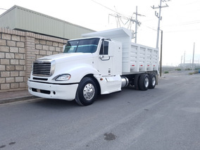 Freightliner Columbia Volteo Año: 2009 $800,000.00 M.n. 2