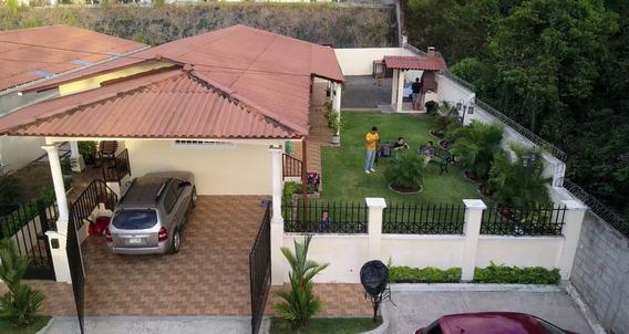 Se Vende Amplia Casa En Residencial Las Verdes - Arraijan