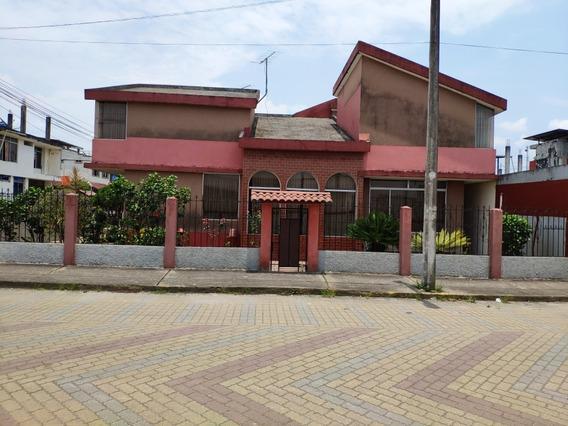 Casa De 2 Plantas Con Local Comercial