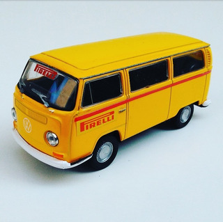 Miniatura Volkswagen Type 2 Bus Kombi Custom Pirelli Welly