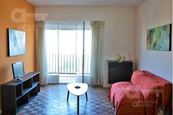 San Cristobal. Departamento 3 Ambientes Con Balcón. Alquiler Temporario Sin Garantías.