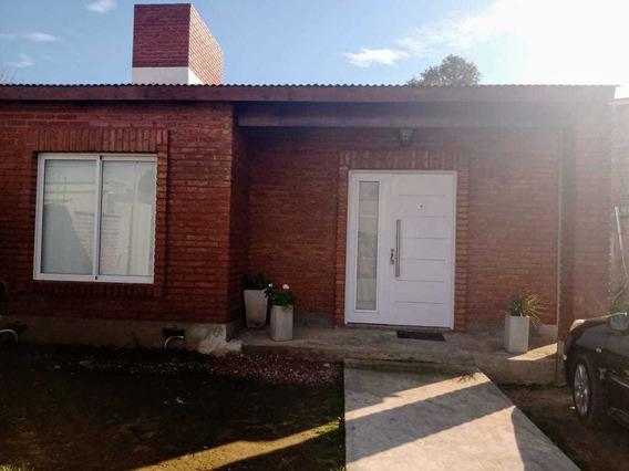 Casa 2 Dormitorios, 1 Baño Y Living Comedor Y Cocina Amplio