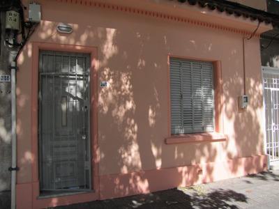 Excelente Casa De 2 Dormitorios Con Altillo, Patio Y Azotea