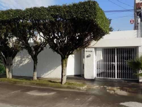 Casa En Venta De Una Planta En La Col. Jardines De Guadalupe