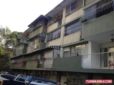 Apartamentos En Venta Urb. Clnas De Los Chaguaramos. 18-1245