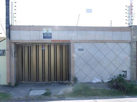 Casa Com Garagem, Churrasqueira, 3 Quartos, Quintal