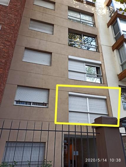 Apartamento En Pocitos 1 Dormitorio Muy Amplio Con Patio