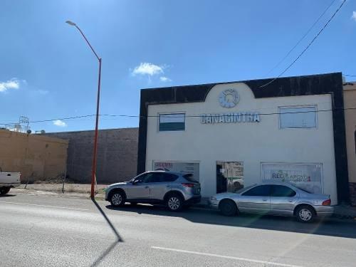 En Renta Local Comercial Muy Amplio Con Estacionamiento Privado En Avenida Principal De La Ciudad