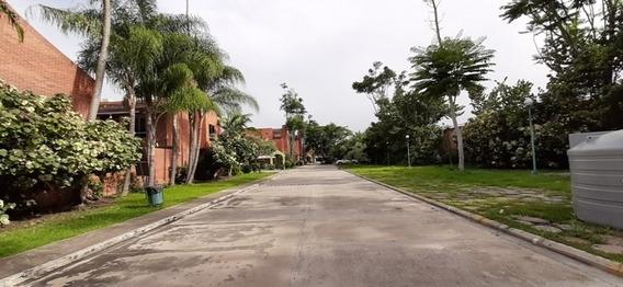 Espectacular Town House En Venta En Mañongo Mg