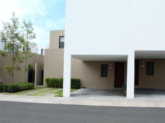 Casa Para Renta En Exclusivo Residencial.