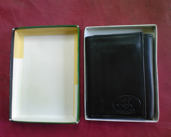 Billetera De Cuero Negro, 3 Secciones. Marca Zoom. 20 Verdes