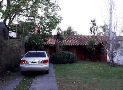 Casa En Venta :: 4 Ambientes :: Udaondo :: 767m2