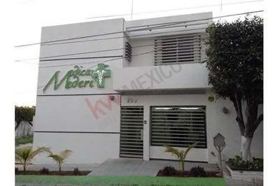 Se Rentan Exclusivos Consultorios En Médica Meredi, Residencial La Hacienda.