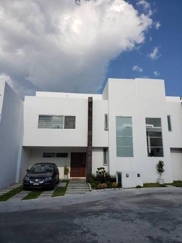 Casa De 3 Recámaras Con Modernos Acabados En Zibata