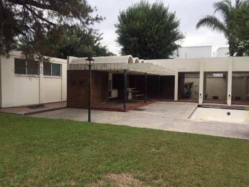Casa En Venta Para Remodelar O Demoler. Dos Terrenos En Esquina. Fuentes Del Valle, San Pedro Garza